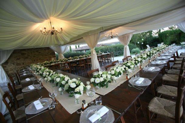 Tuscany_wedding_reception_table