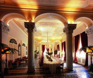 08-lake-como-wedding-reception-in-column-room