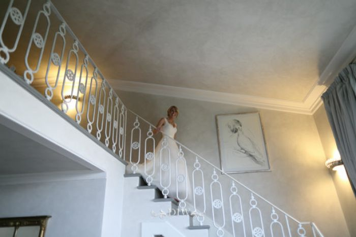 12 Tuscany wedding venue staircase
