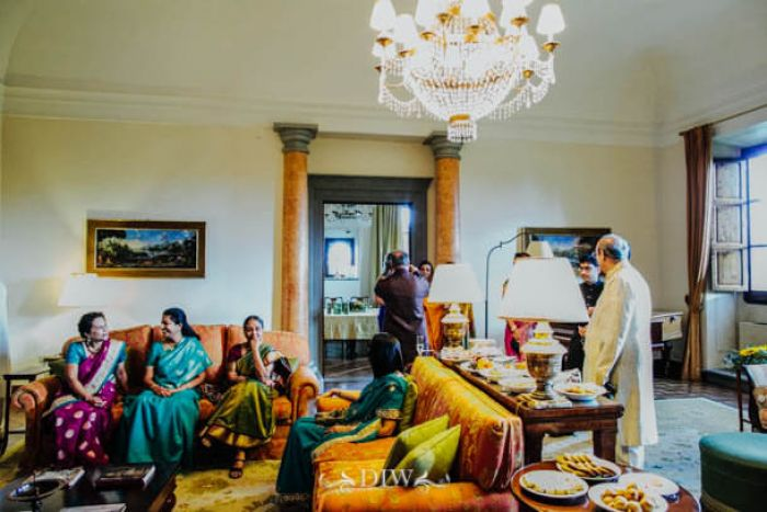 30 Hindu wedding guests in Tuscany