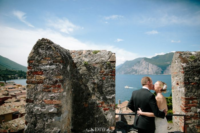 32 Lake Garda wedding kiss