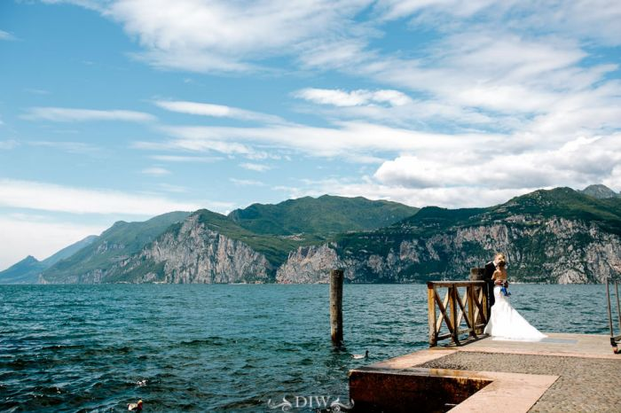 40 wedding kiss on Lake Garda