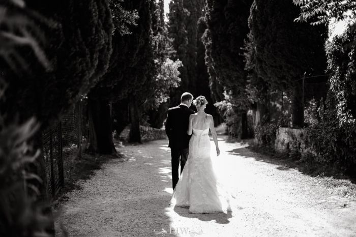71 Bordolino wedding couple stroll